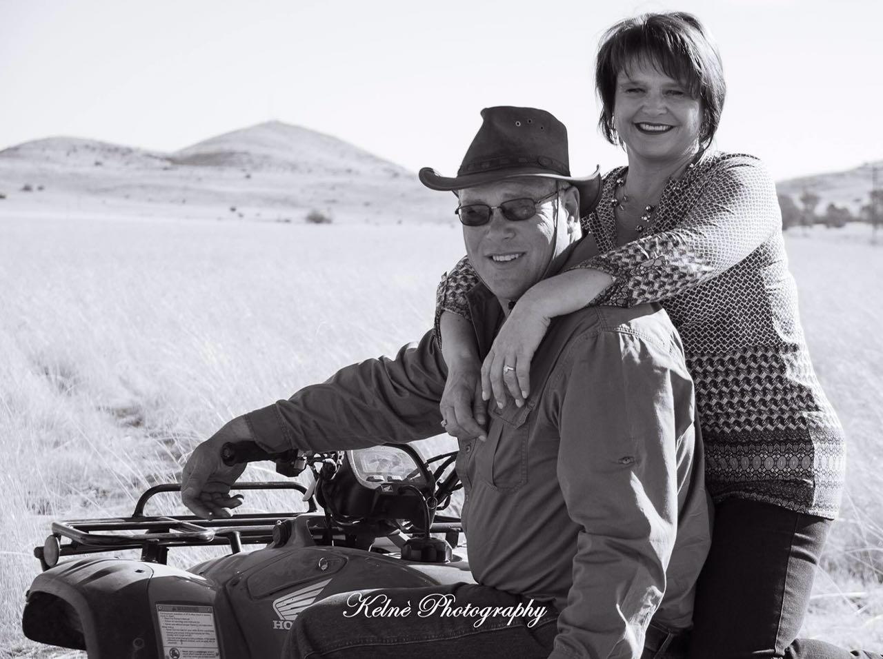 Couple portrait Carel & Marie Malherbe op hul plaas Geluk   Kelné Photography